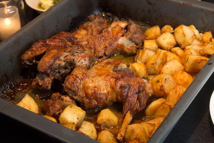 Πασχαλιάτικο Αρνάκι φούρνου με πατάτες 20140101_0011