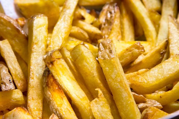 texni tiw tiganitis patatas