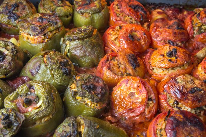 Γεμιστές ντομάτες και πιπεριές Σμυρνέικες