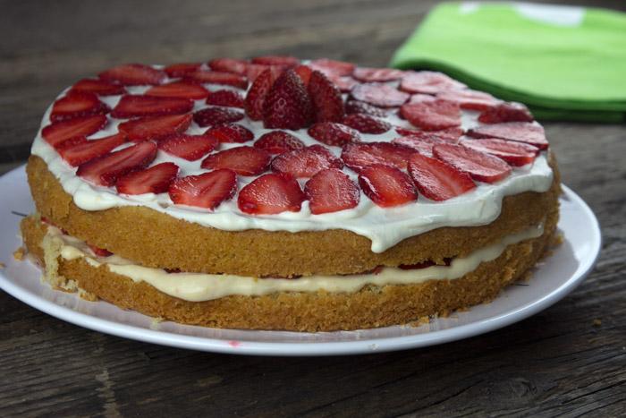 τούρτα κρεμα συλαμπαμπ με φράουλες