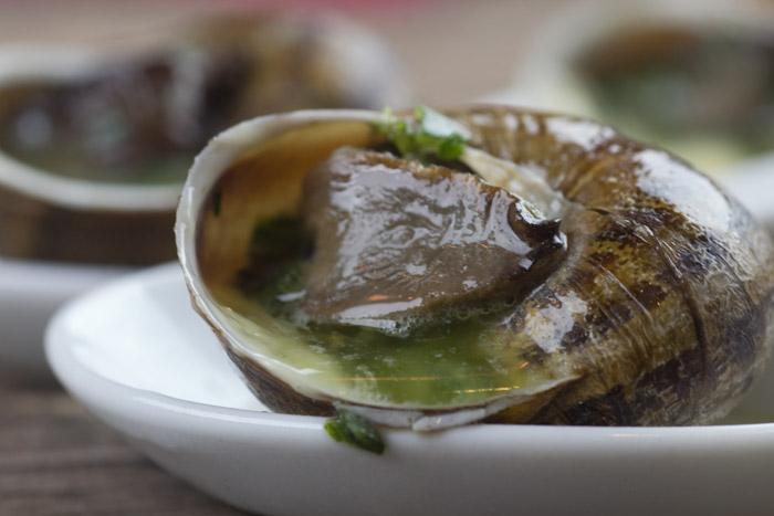 Σαλιγκάρια Μπουργκινιόν με βούτυρο, μαϊντανό και σκόρδο