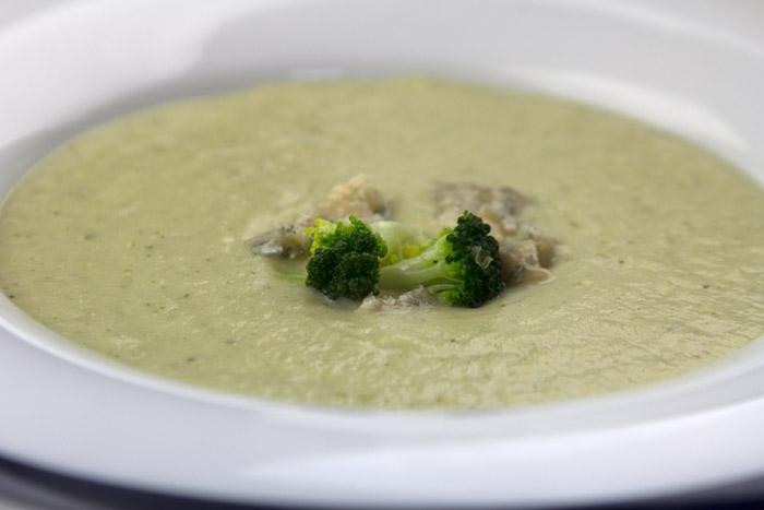 Σούπα μπρόκολου με μπλέ τυρί