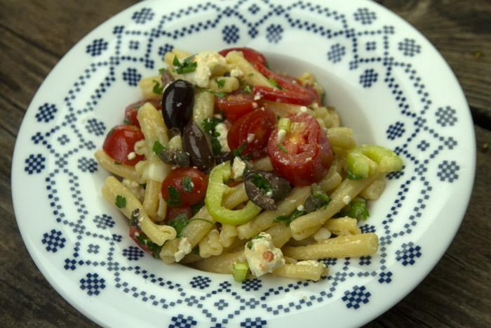 Ελληνική Μακαρονάδα με ωμά λαχανικά και φέτα - Κρουνταϊόλα