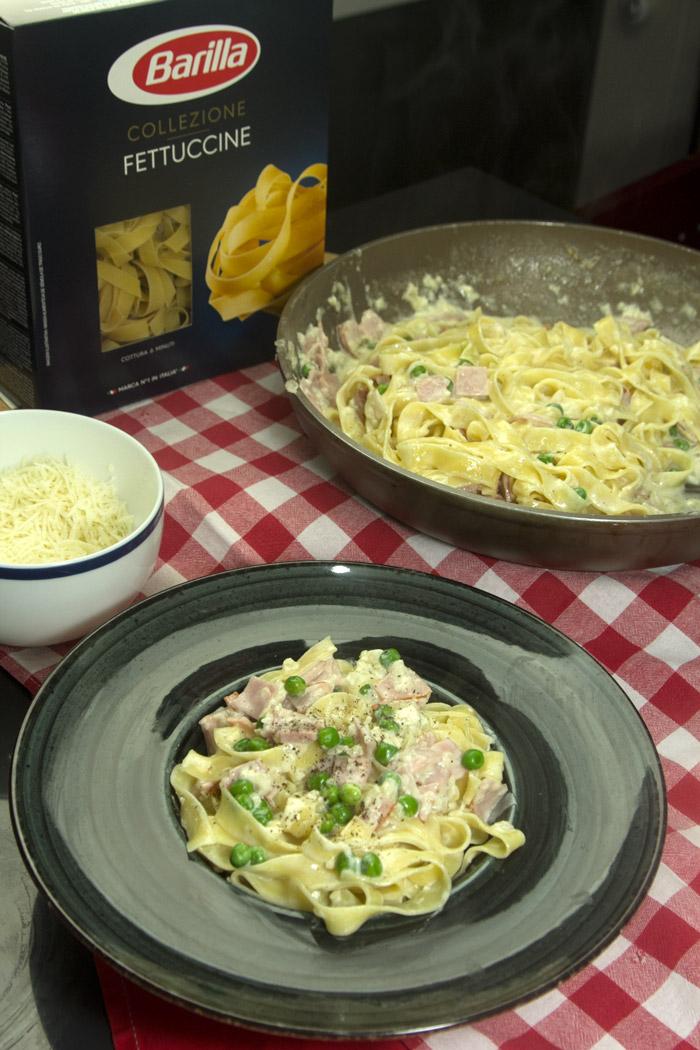 ιταλική μακαρονάδα με ζαμπόν, αρακά, κρέμα κ τυρί