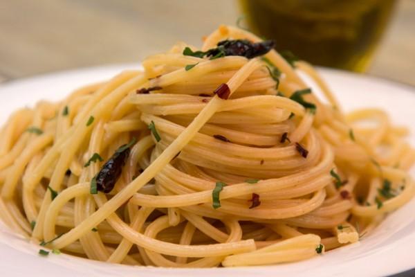 Spaghetti-Aglio-Olio-e'-Peperoncino_