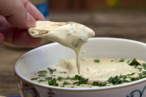 Κυπριακή Ταχινοσαλάτα – σάλτσα ταχινιού: το σούπερ ντιπ (video)