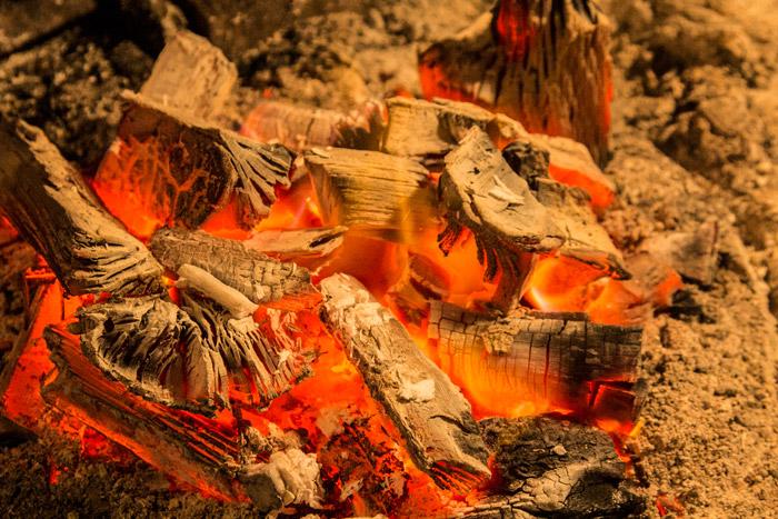 ψήσιμο σε θράκα με κάρβουνα