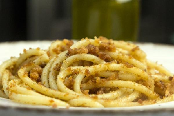 bucatini briciole μακαρονια με ψιχουλα
