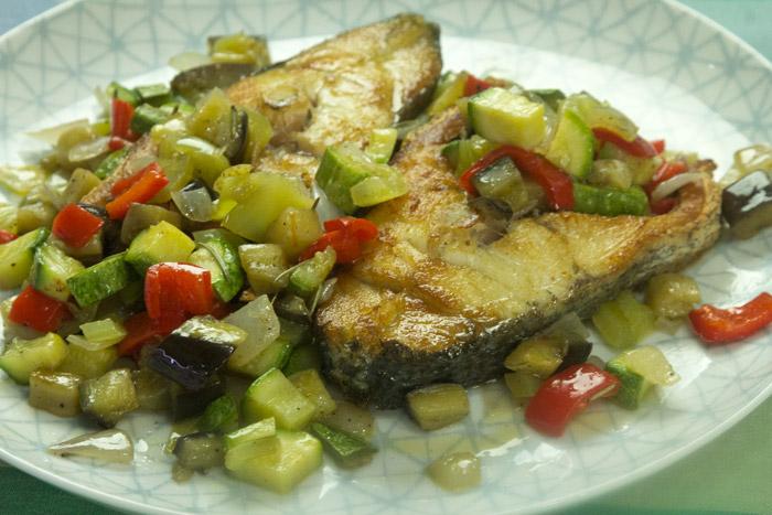 ψάρι κρανιός ή μυλοκόπι με λαχανικά