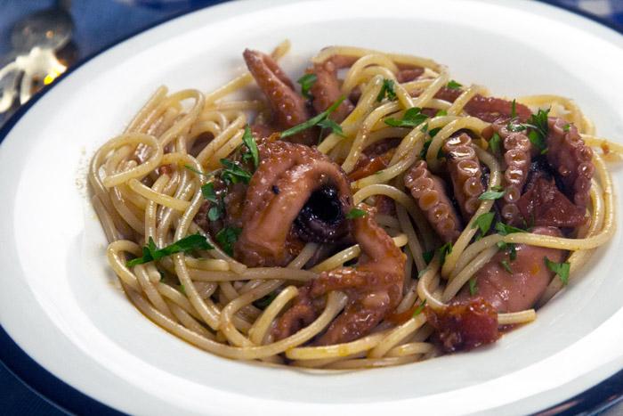 Σπαγγέτι με χταπόδι και ντομάτα Ιταλική συνταγή